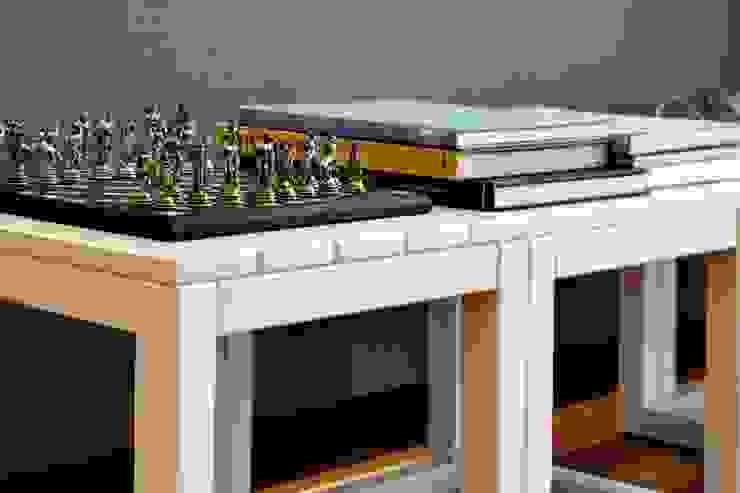 Aparador atrás do sofá Salas de estar modernas por RAWI Arquitetura + Design Moderno Madeira Efeito de madeira