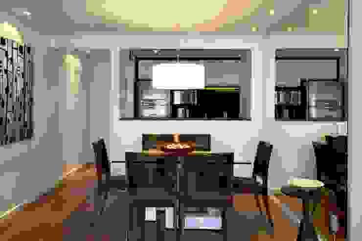 Sala de jantar com cozinha integrada Salas de jantar modernas por RAWI Arquitetura + Design Moderno Madeira Efeito de madeira