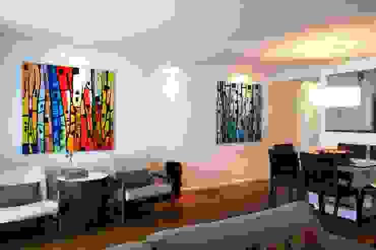 Quadros coloridos Salas de estar modernas por RAWI Arquitetura + Design Moderno Madeira Efeito de madeira