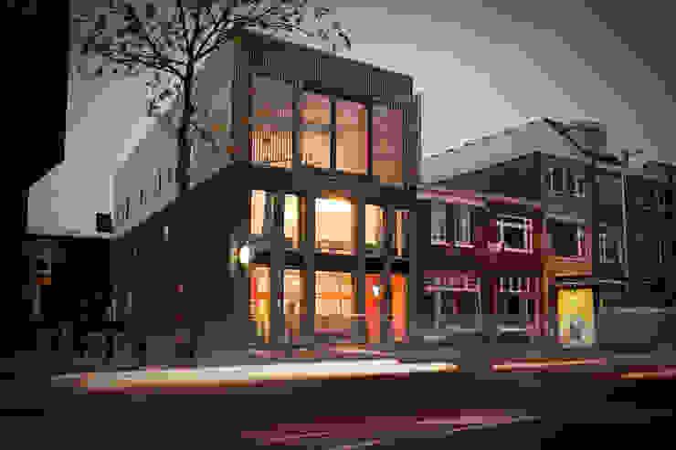 Park van RHAW architecture Modern Hout Hout