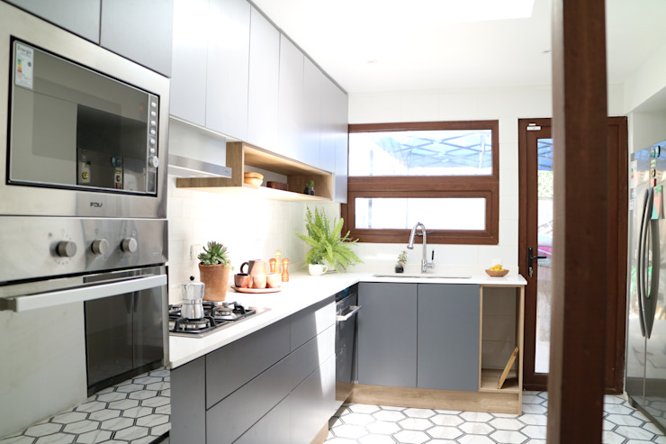 Nido Arquitectos Mediterranean style kitchen