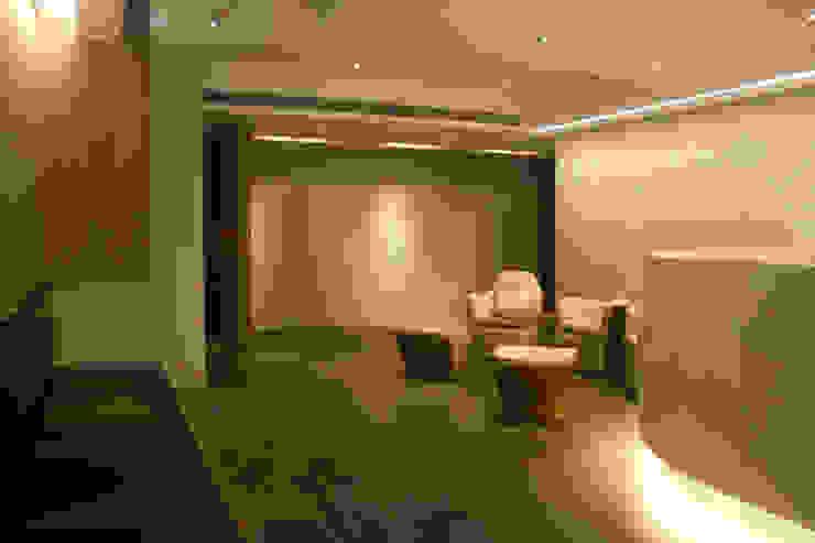 ANHE OB/GYN CLINIC 现代客厅設計點子、靈感 & 圖片 根據 川境室內裝修工程有限公司 現代風