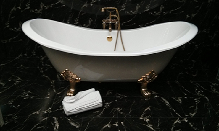 Classic style bathroom by Poliune Classic