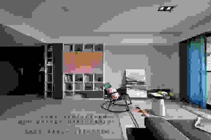 品茉設計諮詢專線: @kwz1112s 根據 品茉空間設計(夏川設計) 工業風 木頭 Wood effect