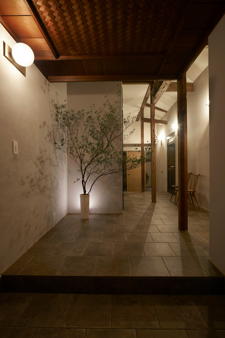Rustic style corridor, hallway & stairs by Mimasis Design/ミメイシス デザイン Rustic Tiles