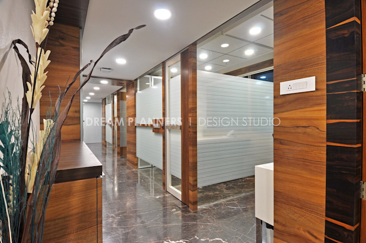 Office Cabins Minimalist offices & stores by Dreamplanners Minimalist Glass