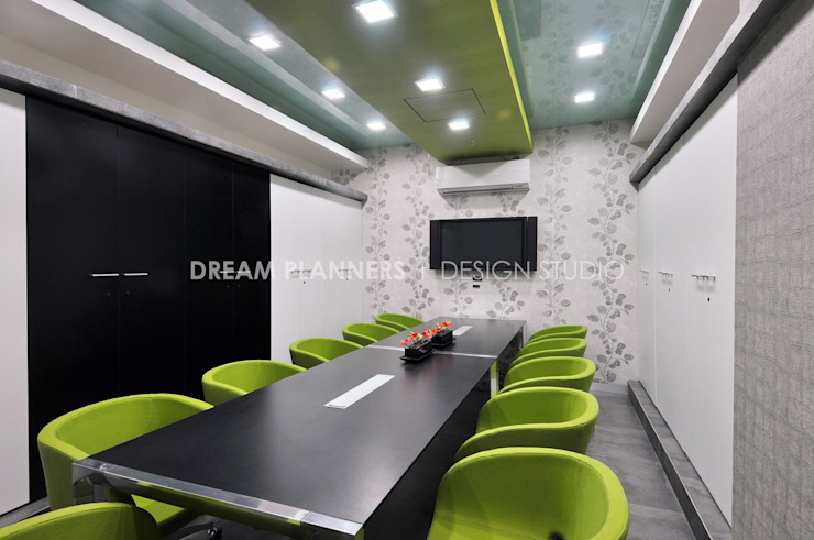 Conference Room by Dreamplanners Modern Solid Wood Multicolored