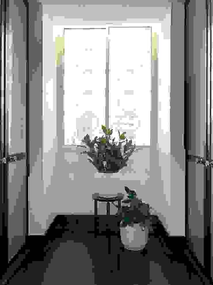 Couloir, entrée, escaliers modernes par AMMA PROJETOS Moderne Bois Effet bois