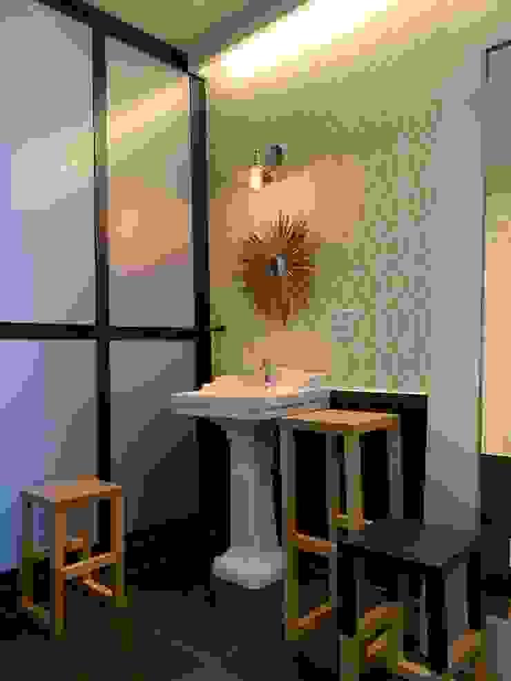 Salle de bain moderne par AMMA PROJETOS Moderne Bois Effet bois