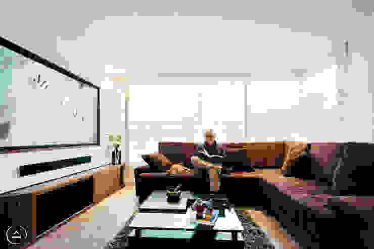 Sala TV Estudios y despachos de estilo moderno de Modismo Moderno