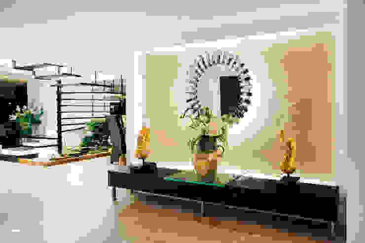 Vestíbulo Pasillos, vestíbulos y escaleras de estilo moderno de Modismo Moderno