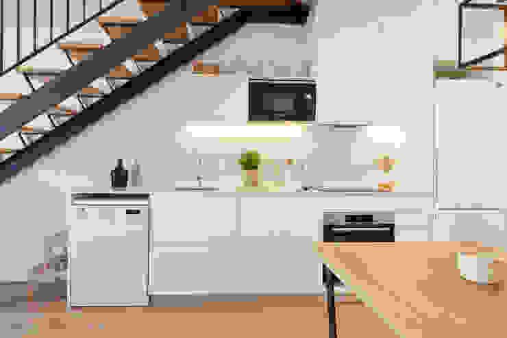 cocina de Arquitectura d'Interiors-Isabel Roviralta Industrial Mármol