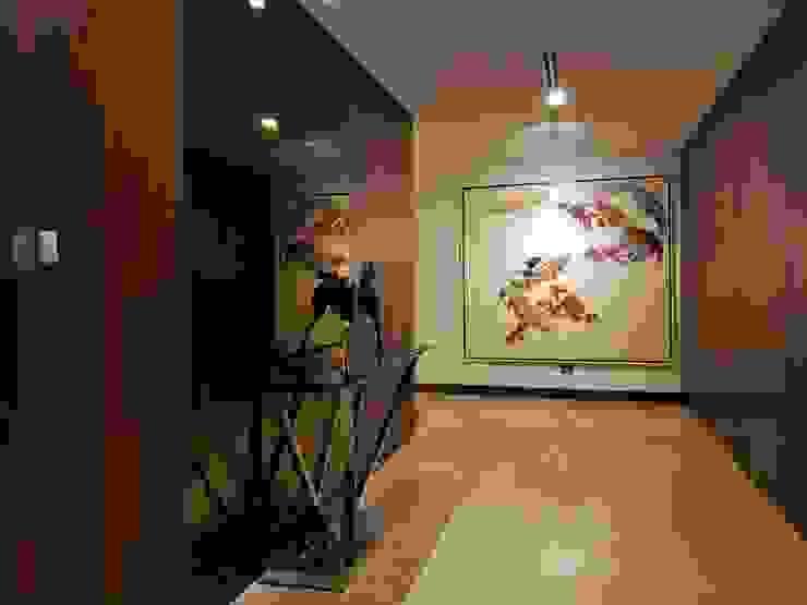 Classic Contemporary Geraldine Oliva Minimalist corridor, hallway & stairs