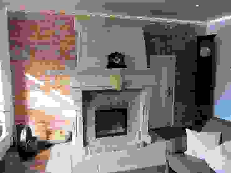 Gemütliche Kaminecke im französischen Stil Antik-Stein Wohnzimmer im Landhausstil Ziegel Rot