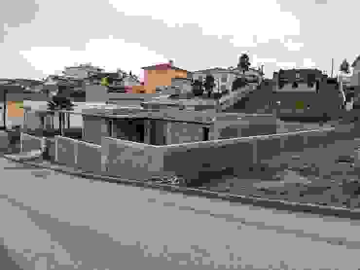 Moradia Unifamiliar Escapães, Sta Maria Feira por rem-studio Moderno Betão