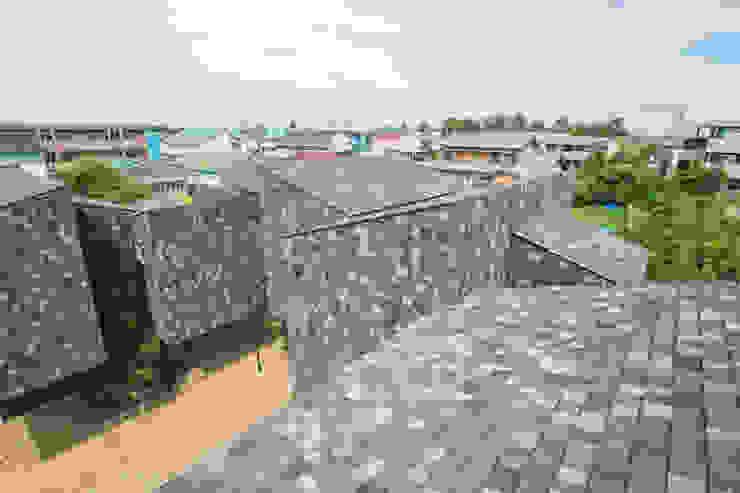 por 1-1 Architects 一級建築士事務所 Moderno