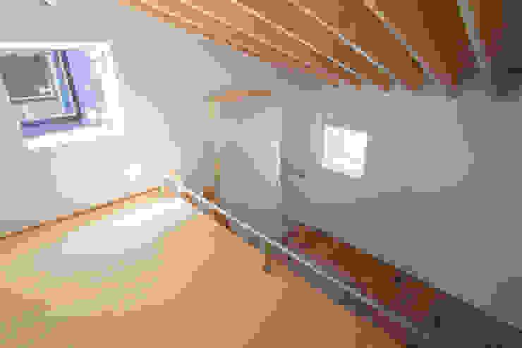 Quartos modernos por 1-1 Architects 一級建築士事務所 Moderno