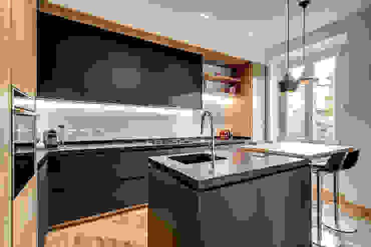 Cocinas de estilo moderno de MOB ARCHITECTS Moderno