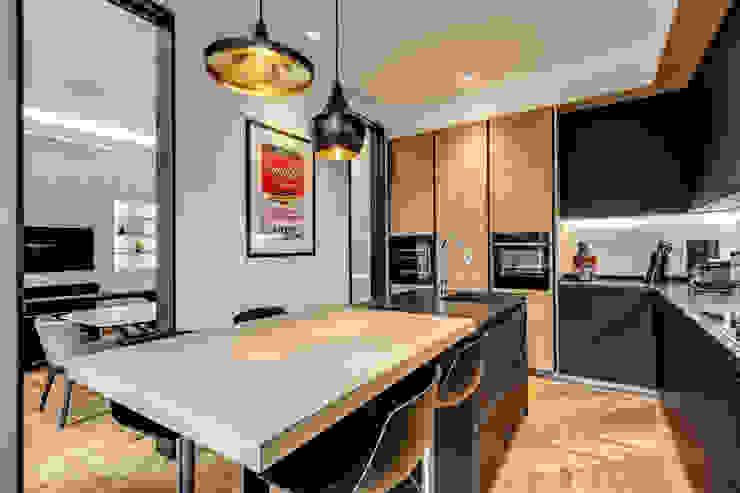 PARIOLI Cucina moderna di MOB ARCHITECTS Moderno