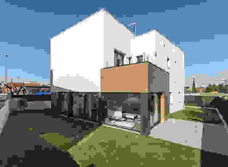 Projecte i construcció d'habitatge unifamiliar aïllat a Vilafant de LAV Moderno