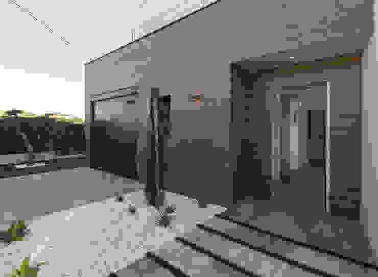 Projecte i construcció d'habitatge unifamiliar aïllat a Vilafant de LAV Moderno Madera Acabado en madera
