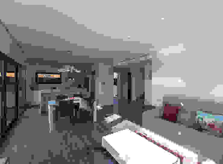 Projecte i construcció d'habitatge unifamiliar aïllat a Vilafant Comedores de estilo moderno de LAV Moderno