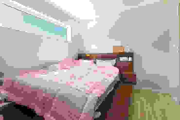 햇살이 스미는 포근한 침실 모던스타일 침실 by 한글주택(주) 모던