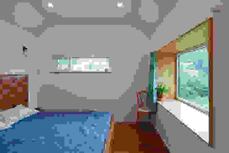 적고벽돌을 이용한 마감이 아름다운 서종면 정배리의 목조주택- 방 모던스타일 미디어 룸 by 위드하임 모던