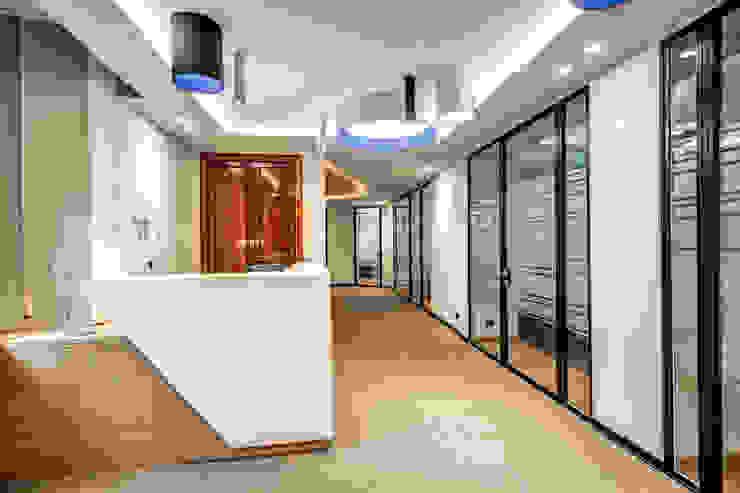 BARBERINI MOB ARCHITECTS Ingresso, Corridoio & Scale in stile moderno