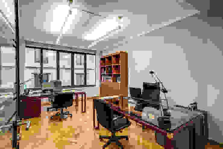 BARBERINI Studio moderno di MOB ARCHITECTS Moderno