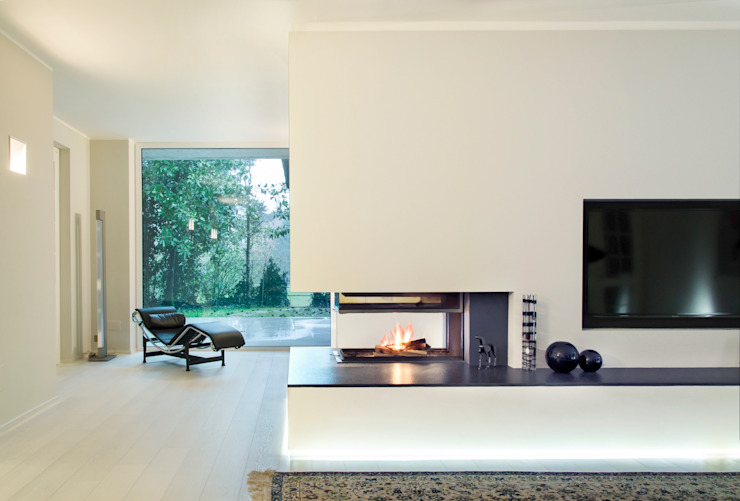 Modern living room by Prometeo Stufe Modern
