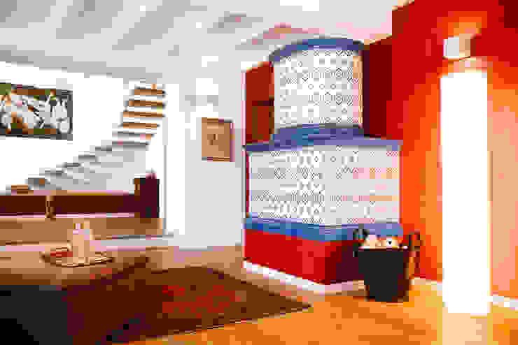 Salas de estar clássicas por Prometeo Stufe Clássico Cerâmica