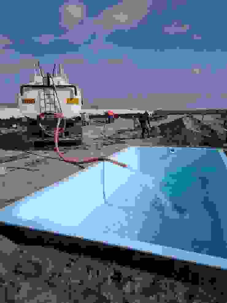 Llenando la primera piscina de Pool Solei