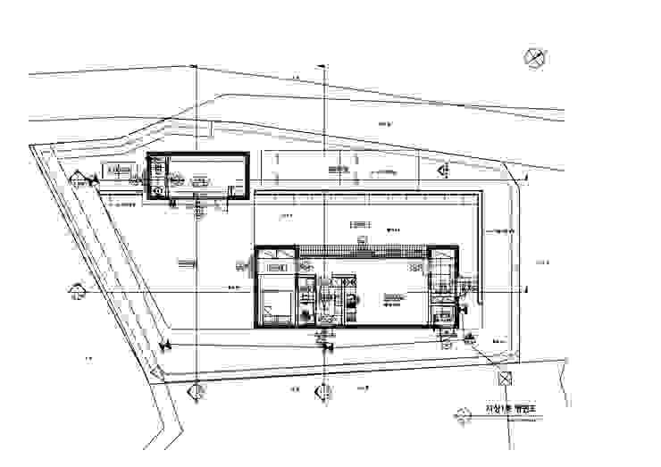 외부 마감과 내부 마감을 화이트톤으로 통일한 백옥같은 서종면 정배리 양평목조주택-1층평면도: 위드하임의 현대 ,모던