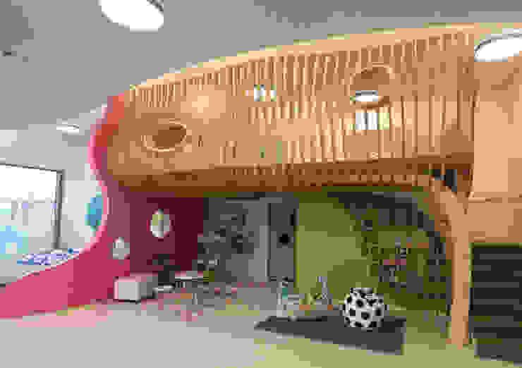 Kinder-Empore Möbel Martin Front von rechts Ausgefallene Schulen von form.bar Ausgefallen Holzwerkstoff Transparent