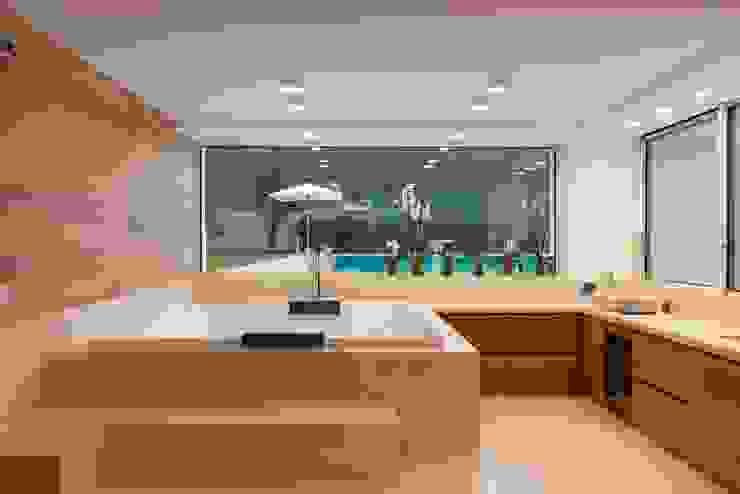 Fotografia di interni Bagno moderno di Inlet Studio Moderno