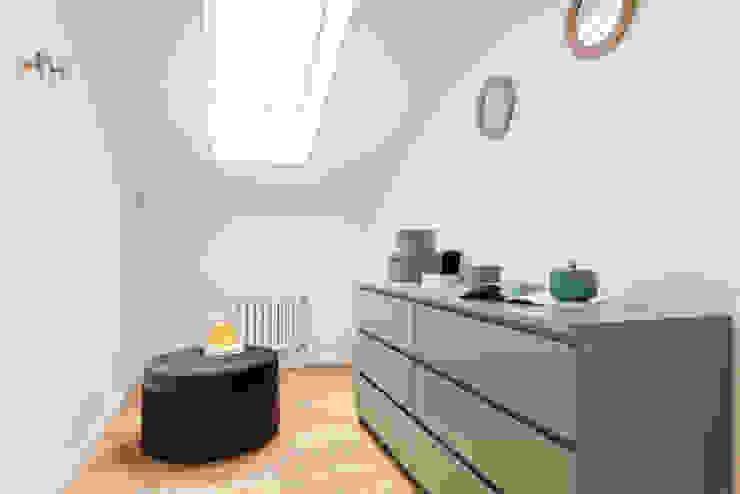 Ruang Ganti Modern Oleh Münchner home staging Agentur GESCHKA Modern