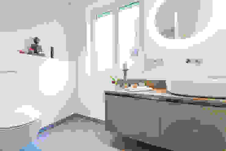 Kamar Mandi Modern Oleh Münchner home staging Agentur GESCHKA Modern