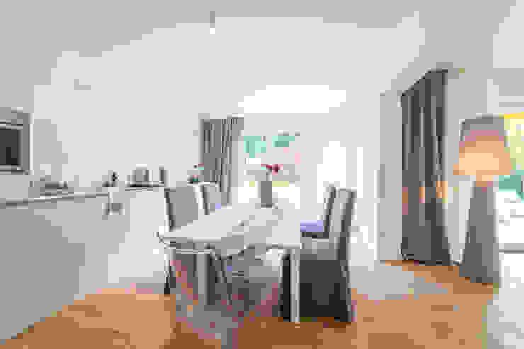 Ruang Makan Modern Oleh Münchner home staging Agentur GESCHKA Modern