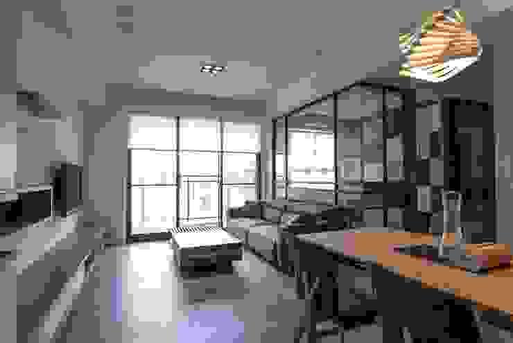 虛實、穿透 现代客厅設計點子、靈感 & 圖片 根據 禾佾空間設計 現代風
