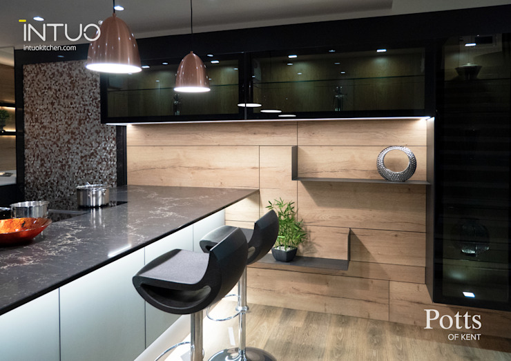 A lovely Intuo glass kitchen Modern Kitchen by Intuo Modern