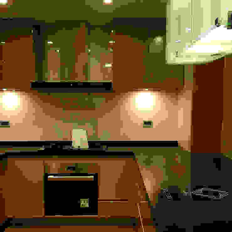 崁入式烤箱/T型油煙機/檯面玻璃爐/IH感應爐 現代廚房設計點子、靈感&圖片 根據 微.櫥設計/We.Design Kitchen 現代風