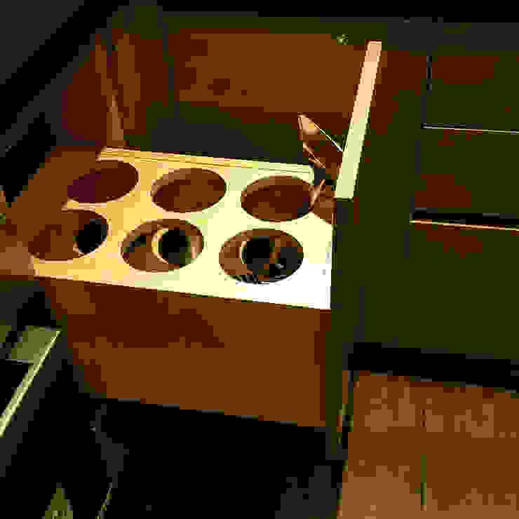 調味器具收納抽: 現代  by 微.櫥設計/We.Design Kitchen, 現代風