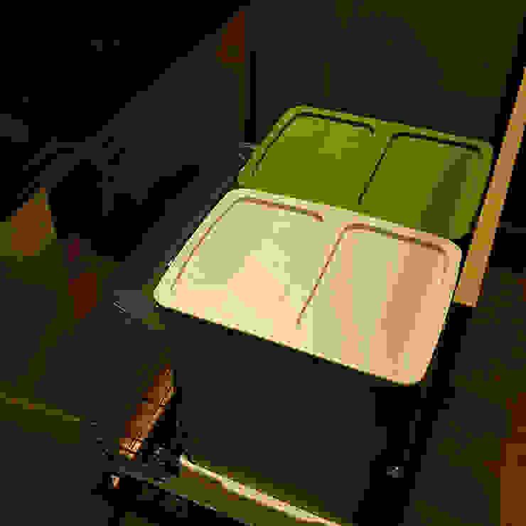 分類垃圾桶五金: 現代  by 微.櫥設計/We.Design Kitchen, 現代風
