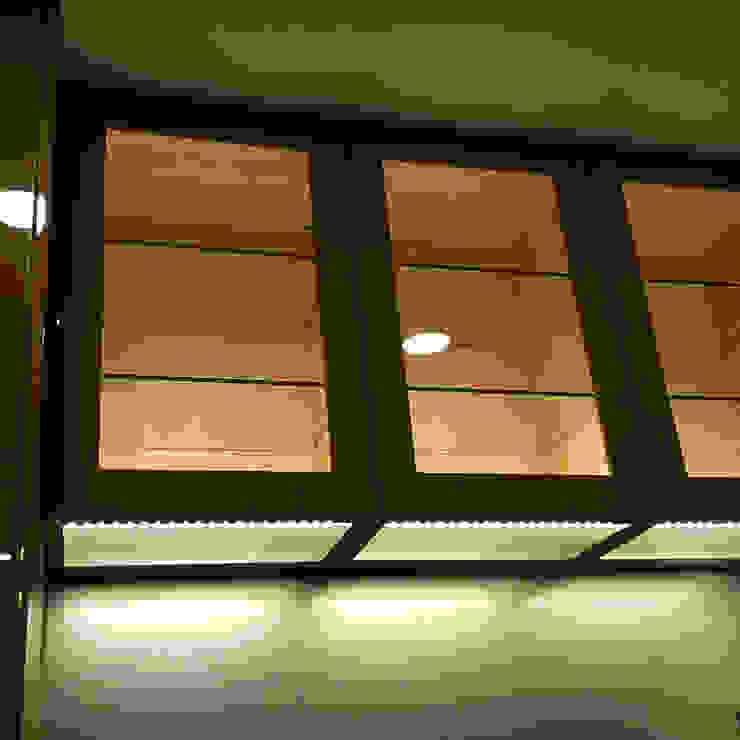 吊櫃觸碰底板燈: 現代  by 微.櫥設計/We.Design Kitchen, 現代風