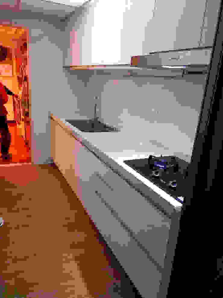 一字形廚具 現代廚房設計點子、靈感&圖片 根據 微.櫥設計/We.Design Kitchen 現代風