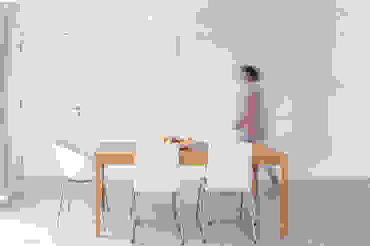 Sala de jantar Salas de jantar ecléticas por AA.Arquitectos Eclético Madeira Acabamento em madeira