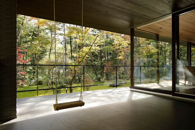 atelier137 ARCHITECTURAL DESIGN OFFICE Moderner Balkon, Veranda & Terrasse Fliesen Grau