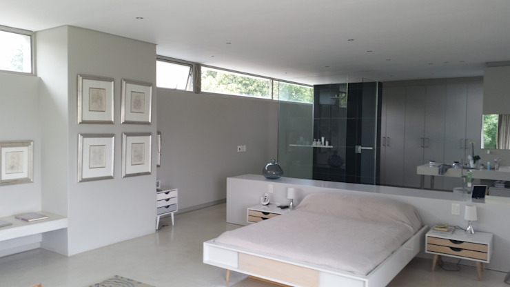 Interior view of the open plan master bedroom and master bathroom arrangement. The minimalist expression of the way the client wants to live is clearly expressed. Minimalist bedroom by Green Evolution Architecture Minimalist Concrete