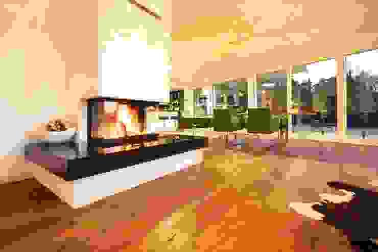 3-Seiten Kamin Moderne Wohnzimmer von Avantecture GmbH Modern